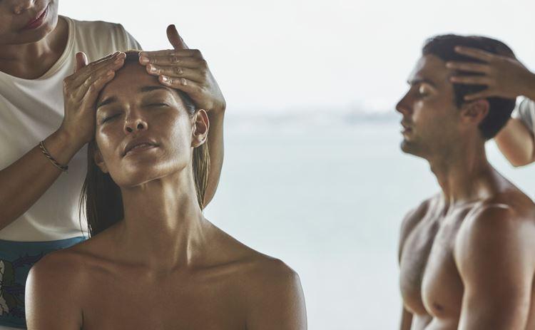 Программа медитаций «Священный сон» в Four Seasons на Бали: массаж головы