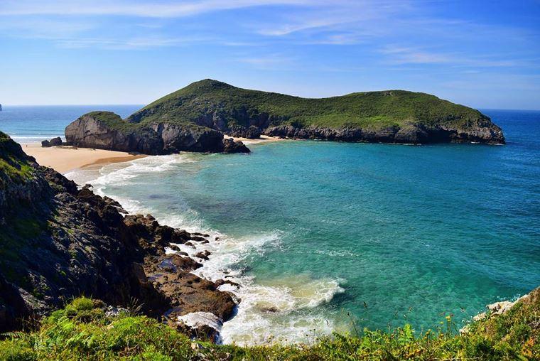 Города Испании на побережье Атлантического океана: Льянес - бирюзовые воды и песчаный пляж