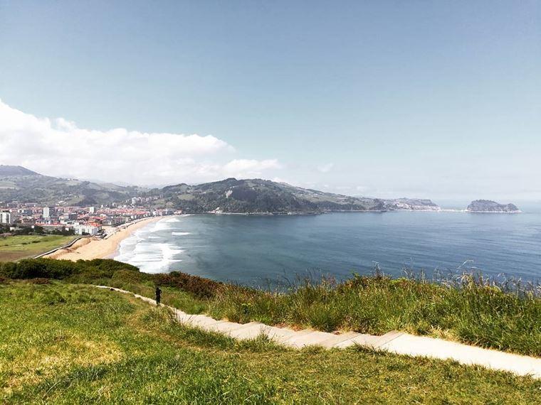 Города Испании на побережье Атлантического океана: Сараутц - красивый пейзаж с волнами