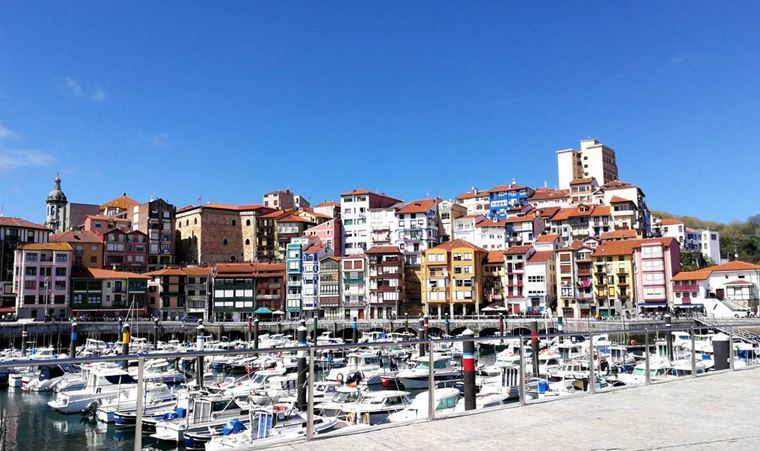 Города Испании на побережье Атлантического океана: Бермео - симпатичный порт с небольшими яхтами