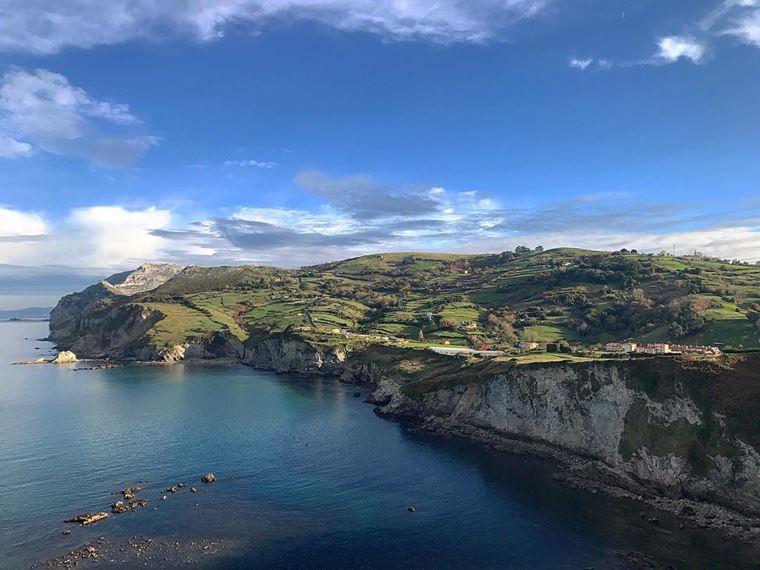 Города Испании на побережье Атлантического океана: Ларедо - каменистый берег