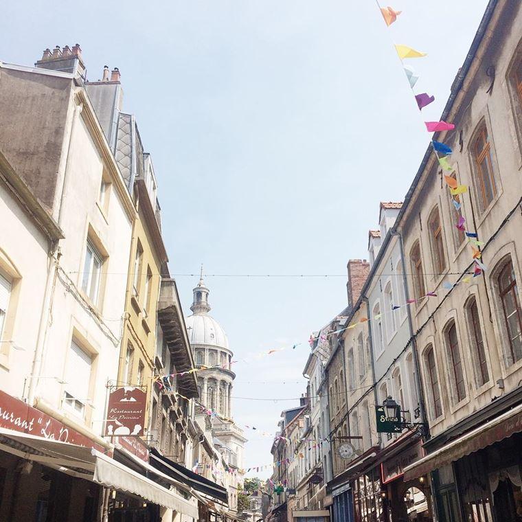 Города северной Франции на побережье Ла-Манша: Булонь-Сюр-Мер - архитектура улицы