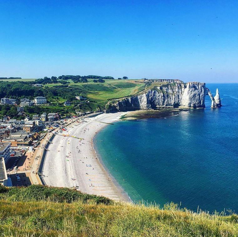 Города северной Франции на побережье Ла-Манша: Этрета - красивая полоса со скалами