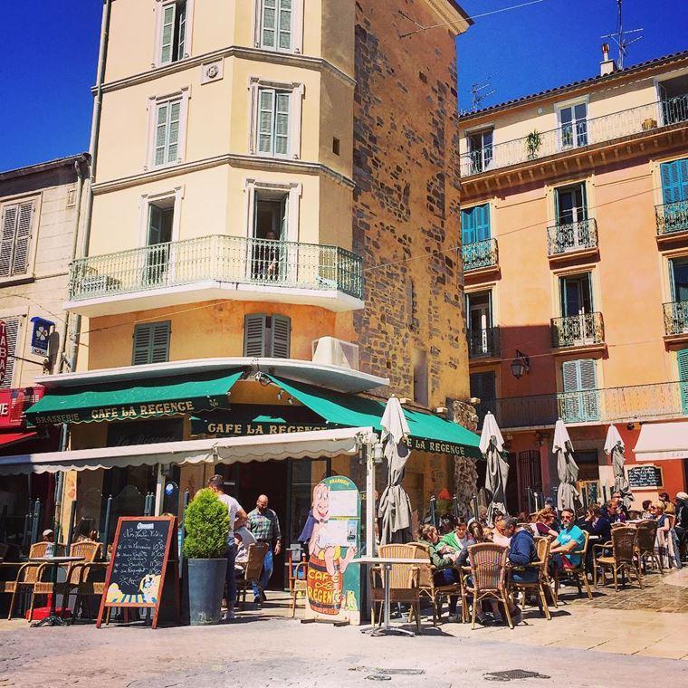 Города южной Франции на побережье Средиземного моря: Йер