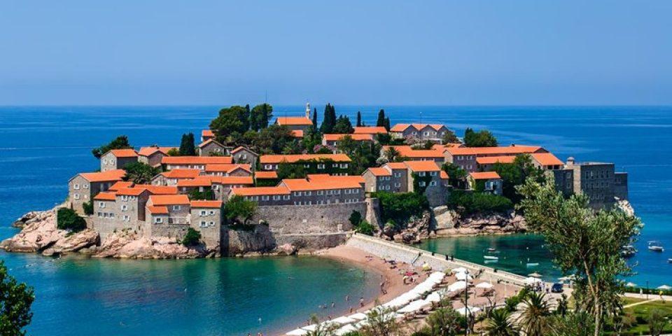 Курортные города Черногории на побережье