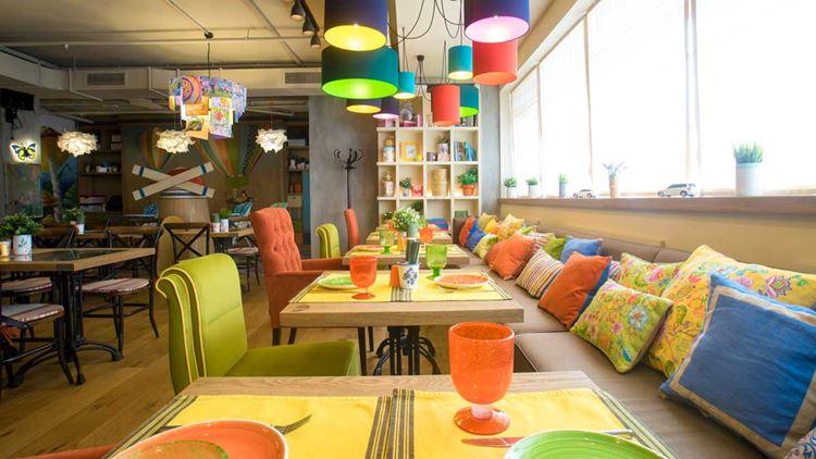 """Детский зал """"Кувшинчик"""" ресторана """"Кувшин"""": столы и диваны"""