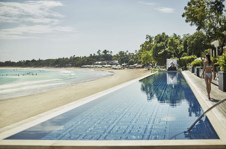 Four Seasons Resort Bali at Jimbaran Bay - бассейн с видом на океан