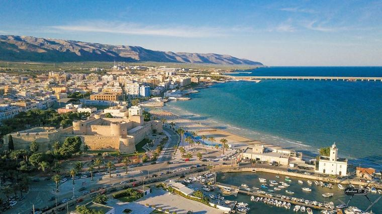 Курортные города Италии на побережье: Манфредония