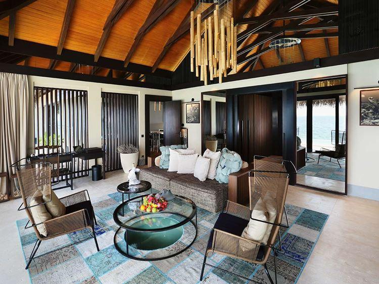 Курортный отель Velaa Private Island Maldives - интерьер номера