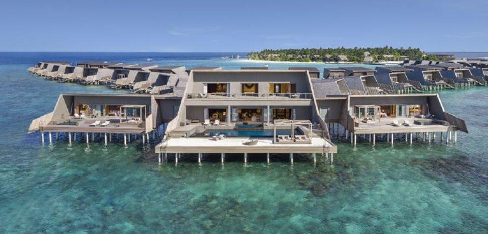 The St. Regis Maldives Vommuli – один из лучших курортов на Мальдивах в 2019 году