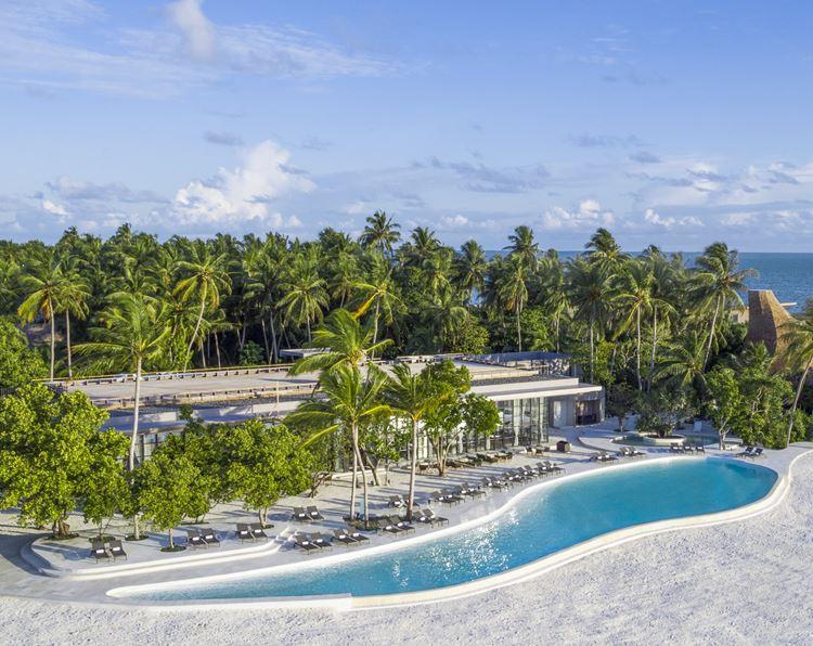 St. Regis Maldives Vommuli - открытый бассейн
