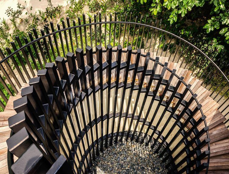St. Regis Maldives Vommuli - винтовая лестница