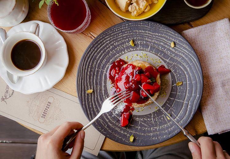 Ресторан русской кухни «Матрёшка» блины с ягодами