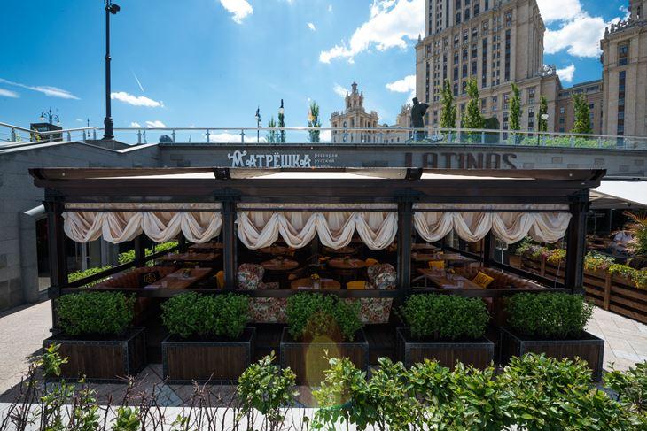 Летняя веранда ресторана «Матрёшка» - снаружи