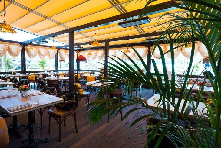 Летняя веранда ресторана «Матрёшка» - интерьер внутри