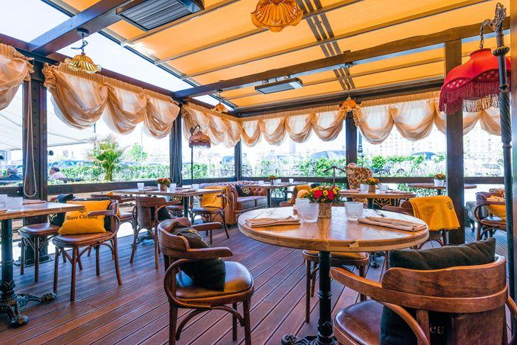Летняя веранда ресторана «Матрёшка» - интерьер декор