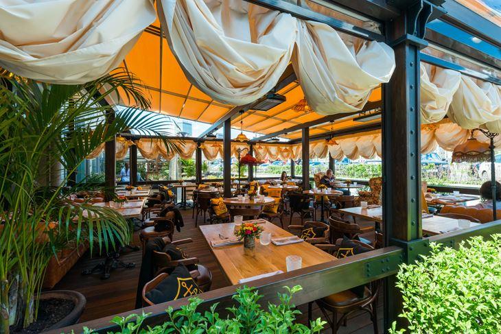 Летняя веранда ресторана «Матрёшка» - декор внутренний