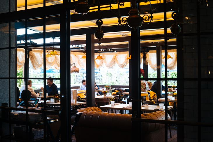 Летняя веранда ресторана «Матрёшка» - вечер