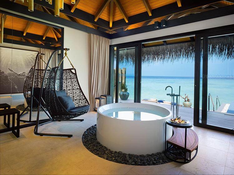 Курортный отель Velaa Private Island: гостиная Sunrise Water Pool Villa