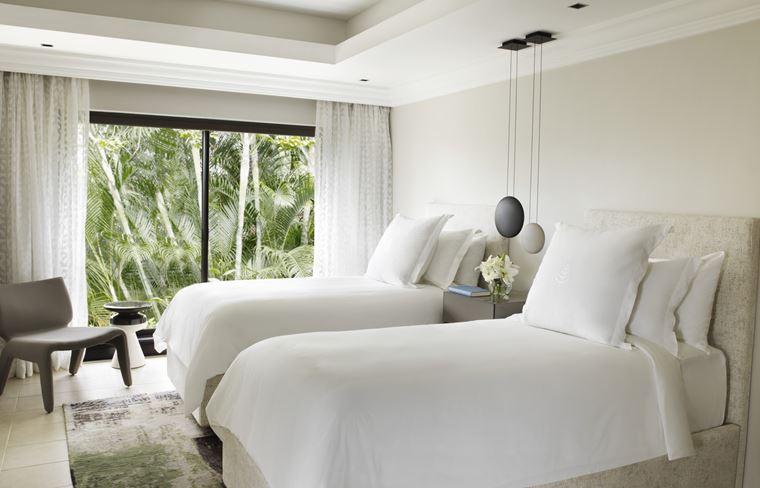 Four Seasons Resort Mauritius at Anahita - спальня с двумя кроватями