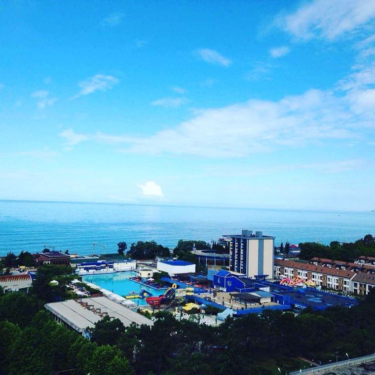 Адлер: фото города и пляжей - Вид на Чёрное море со стороны города