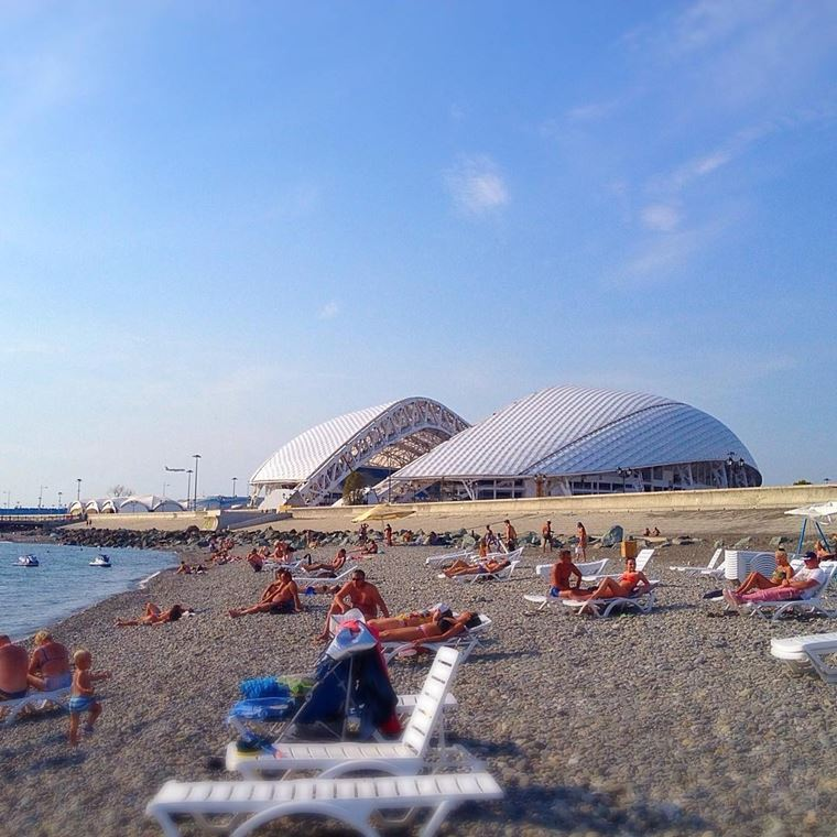 Адлер: фото города и пляжей - Галечный пляж Имеретинской бухты