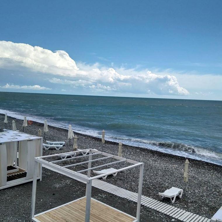 Адлер: фото города и пляжей - Галечный пляж «Огонёк»