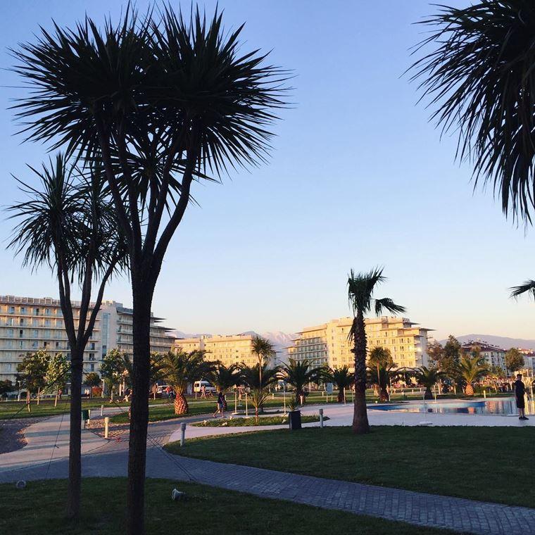 """Адлер: фото города и пляжей - """"Сочи Парк Отель"""""""