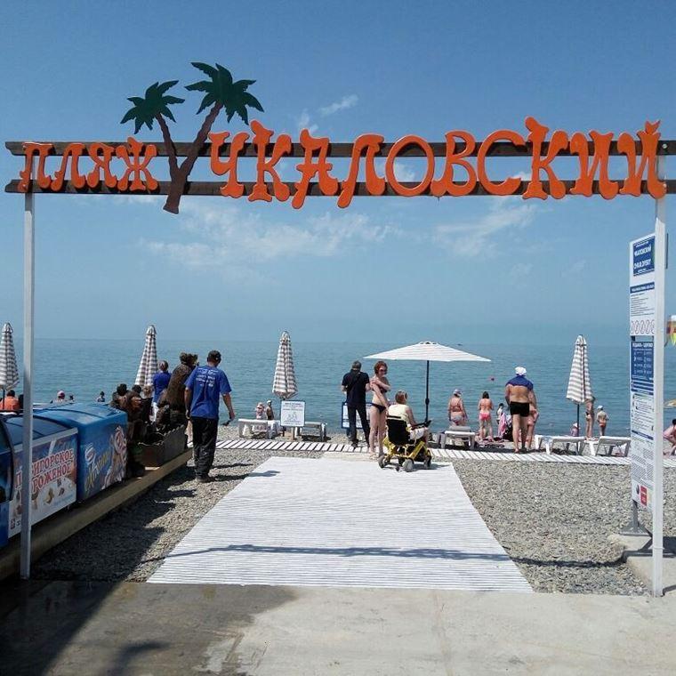 Адлер: фото города и пляжей - Галечный пляж «Чкаловский»