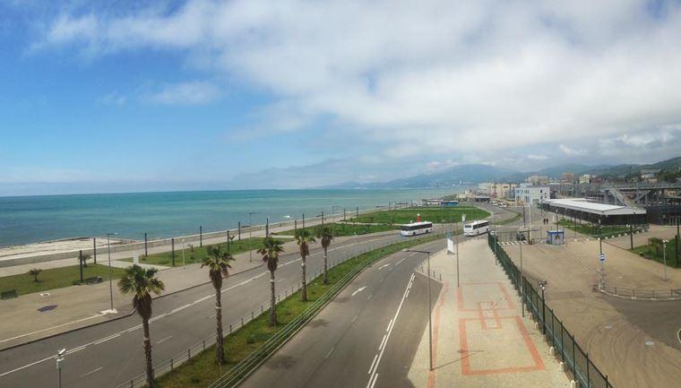 Адлер: фото города и пляжей - Вид на Адлер со станции