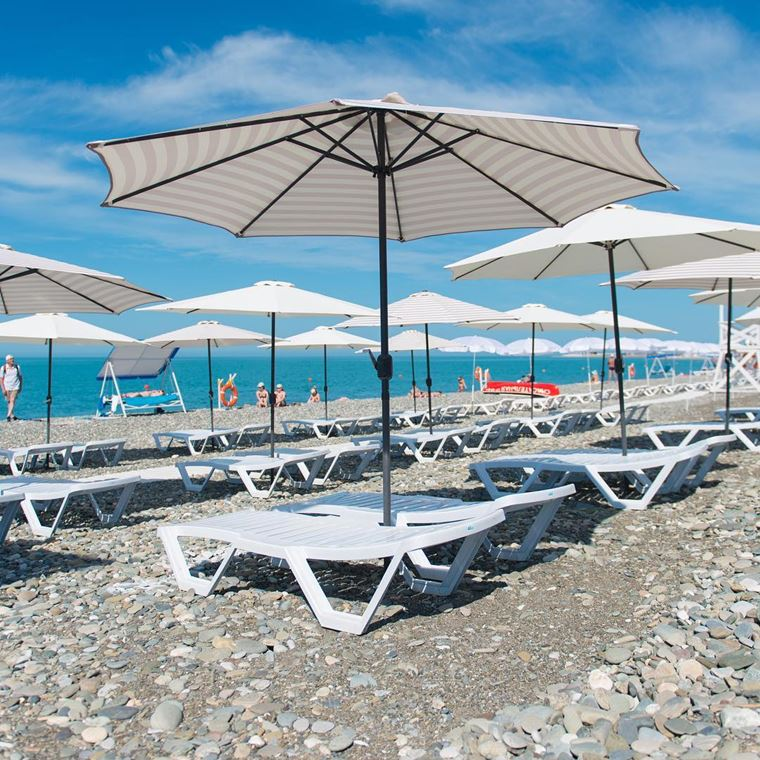 Адлер: фото города и пляжей - Галечный пляж «Южная звезда»
