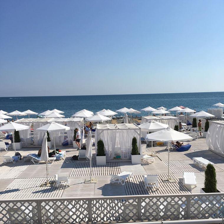 Адлер: фото города и пляжей - Пляж-отель «Азимут»