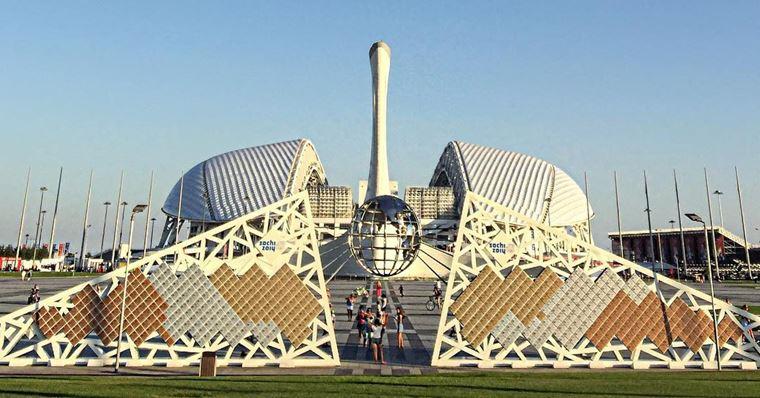 Адлер: фото города и пляжей - Стена Славы, посвящённая участникам и победителям Олимпийских Игр-2014