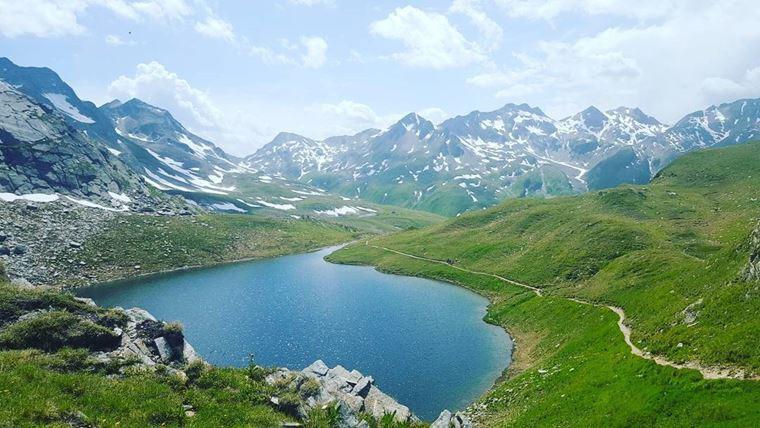 Из Цюриха в Андерматт: горный пейзаж с озером