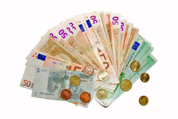 Что взять с собой в путешествие: мелкие деньги - монеты и купюры