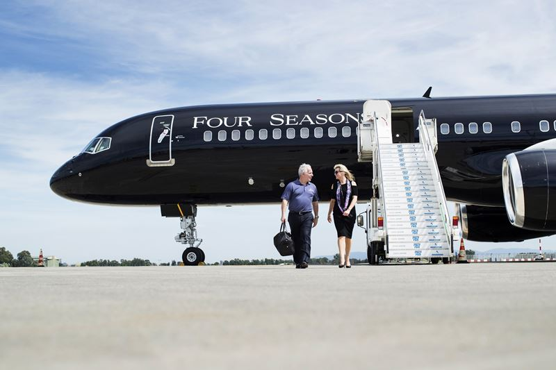 """World of Adventures"" Four Seasons Private Jet - трап самолета"