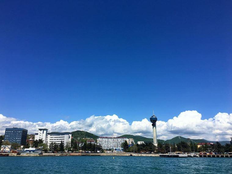 Туапсе: фото города и пляжа - вид на Туапсе с моря