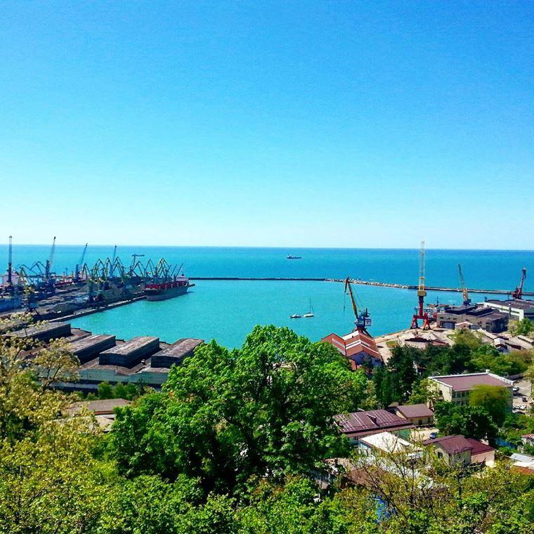 Туапсе: фото города и пляжа - вид на порт Туапсе