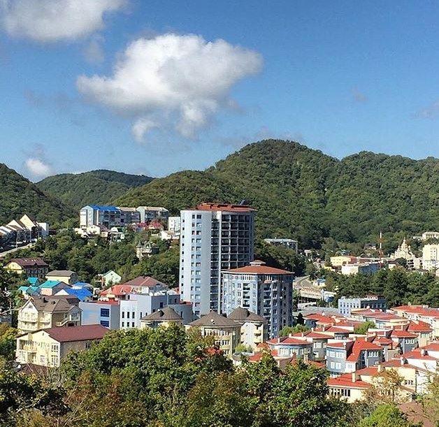 Туапсе: фото города и пляжа - городские виды с домами