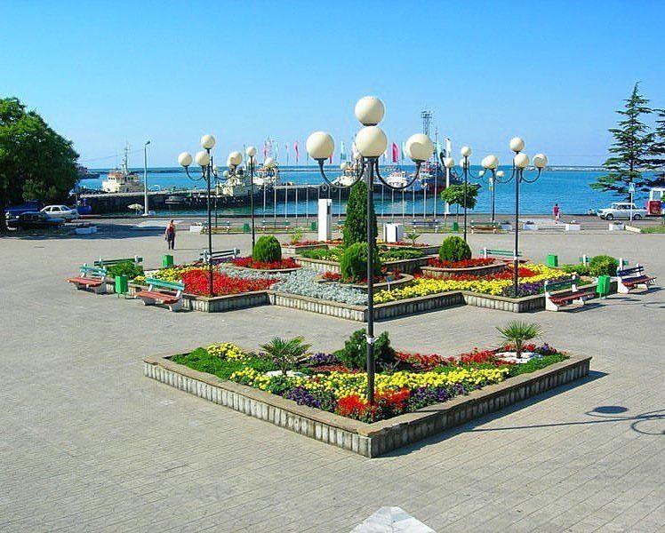 Туапсе: фото города и пляжа - центральная площадь
