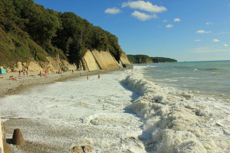 Туапсе: фото города и пляжа -  галечный пляж Агой с волнами