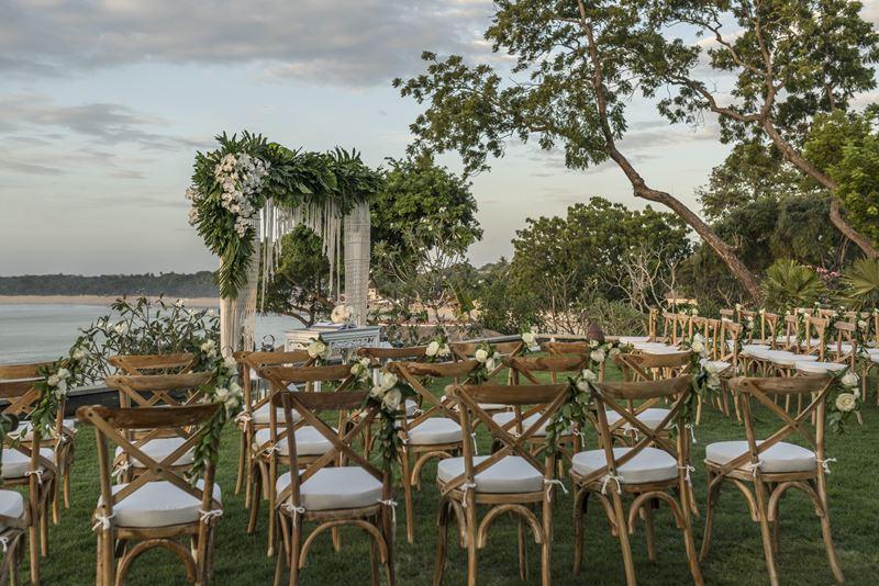 Свадьба на Бали с Four Seasons Resort Bali at Jimbaran Bay - зона торжественной церемонии