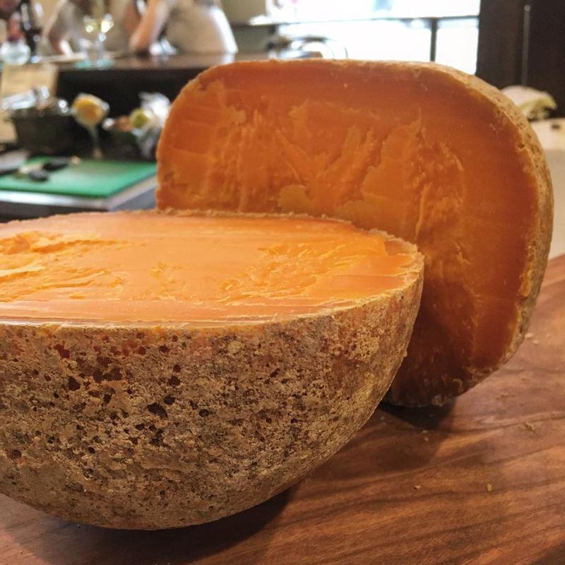 Сорта французского сыра - Мимолетт, твёрдый, оранжевый, круглый
