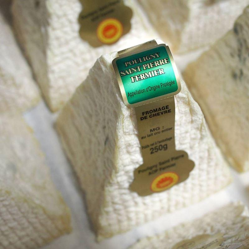Сорта французского сыра - Пулиньи-Сен-Пьер, козий в форме пирамиды