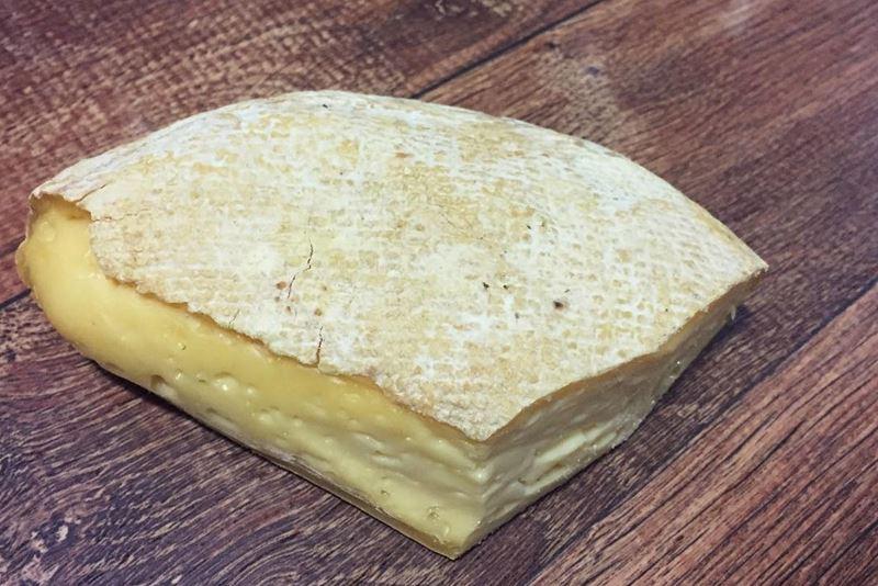 Сорта французского сыра - Мюнстер, мягкий с чистой плесневой корочкой