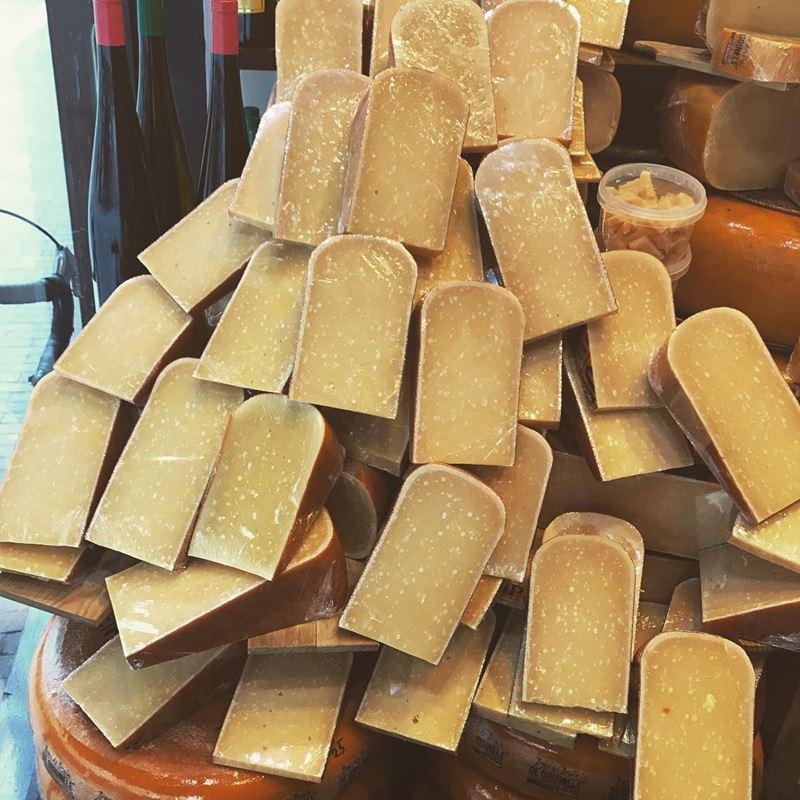 Сорта голландского сыра - Буренкаас - твердый, желтый, ароматный