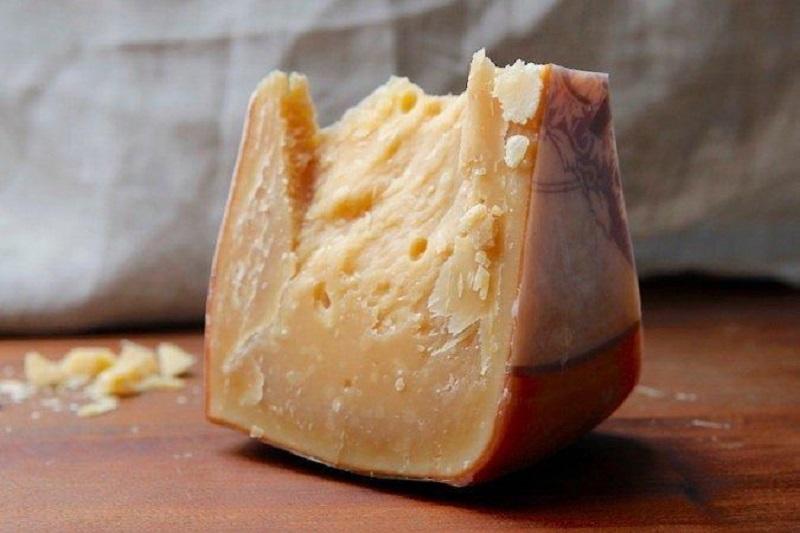 Сорта голландского сыра - Роомано - твердый, темно-желтый
