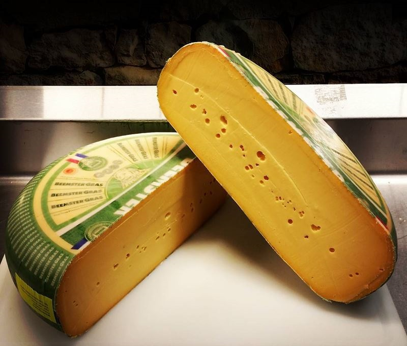 Сорта голландского сыра - Граскаас - полутвердый, желтый, с маленькими дырочками