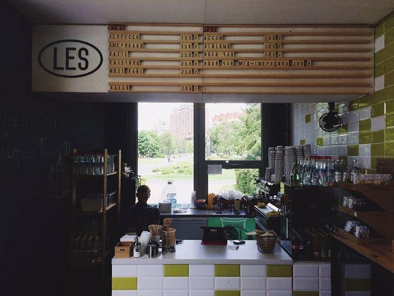 Кофейни Москвы: «LES» - интерьер прилавок
