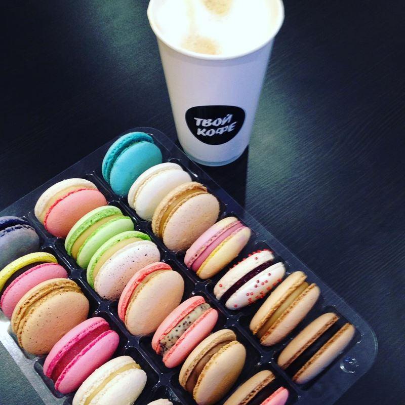 Кофейни Москвы: «Твой кофе» - капуччино в стаканчике и яркие цветные пирожные макаруны